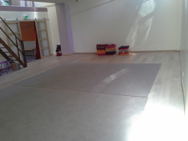 Salle 65m2 pour activit de th tre danse bien tre for Salle bien etre